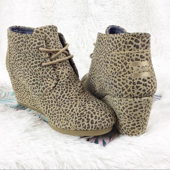 8d40d68ffc8 NWT Toms suede desert wedges bootie cheetah